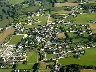 Vue aérienne du bourg d'Esquibien